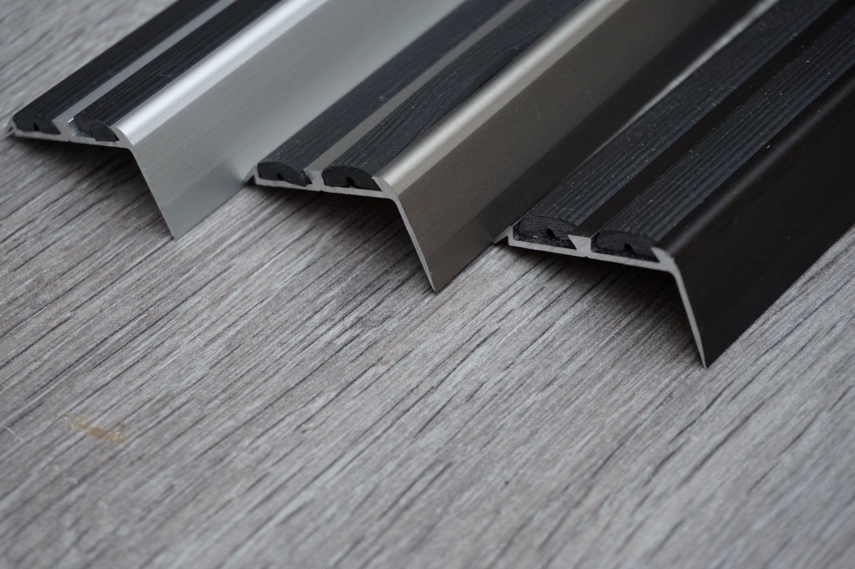 Dystrybucja profili aluminiowych do podłóg i schodów - uczciwe ceny